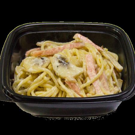 Спагетти с шампиньонами и ветчиной